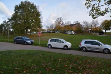 Parkverbote am Speicherbecken - dreiste Ignoranz der Autofahrer Foto: NordNews.de