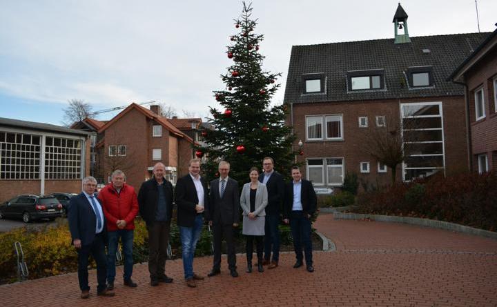 Albert Stegemann (4 v. l.) informiert sich über das aktuelle Geschehen in der Gemeinde Geeste. Foto: Gemeinde Geeste