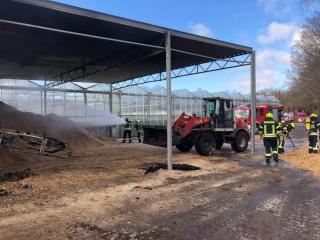 Einen rund 3 bis 4 Kubikmeter großen Haufen Holzhackschnitzel musste die Feuerwehr Aschendorf am Sonntagmittag in Herbrum löschen. Foto: Stadt Papenburg