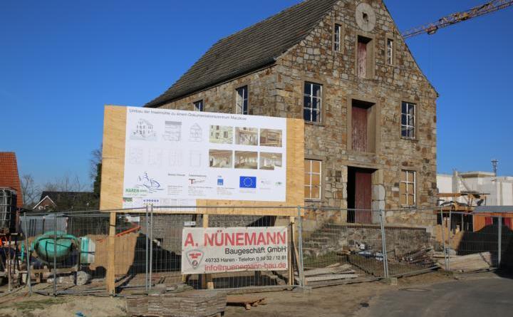Die Sanierungsarbeiten an der Funkenmühle haben begonnen. Bis Jahresende soll alles fertig sein. Foto: Stadt Haren