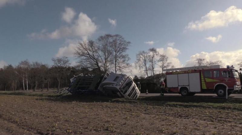 Geeste - Wietmarscher Damm nach LKW Unfall voll gesperrt Foto: NordNews.de