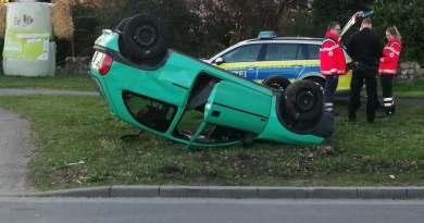 Aktuell: Dalum/Geeste. PKW blieb bei Verkehrsunfall auf dem Dach liegen. Foto:NordNews.de Übersicht1