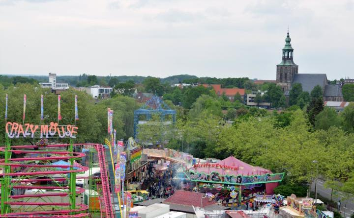 Nordhorn freut sich auf die Maikirmes - Volksfest vom 10. bis 13. Mai auf dem Neumarkt Foto: Schausteller / Stadt Nordhorn