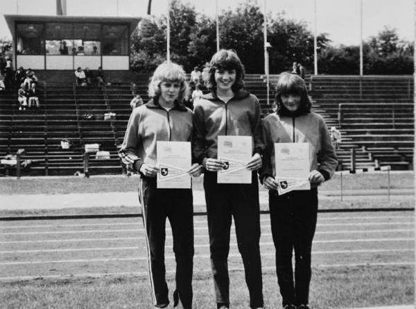 Staffelmeisterinnen Temmen, Vehring und Bosak aus dem Jahr 1974 - Foto © SC Osterbrock