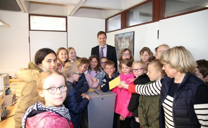 """""""Drei Kreuze für die Demokratie"""" - Stadtwahlleiter ruft zur Wahlteilnahme auf"""