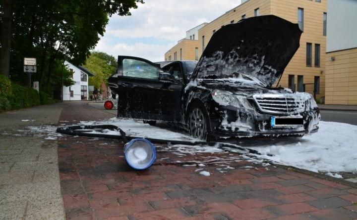 Aktuell in Lingen - PKW Brand auf dem Konrad Adenauer Ring Foto: NordNews.de