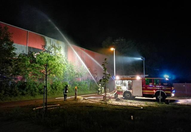 Haren - Brand in Entsorgungsbetrieb in der Sandstraße- offizielle Polizeimeldung - Foto: NordNews.de Übersicht