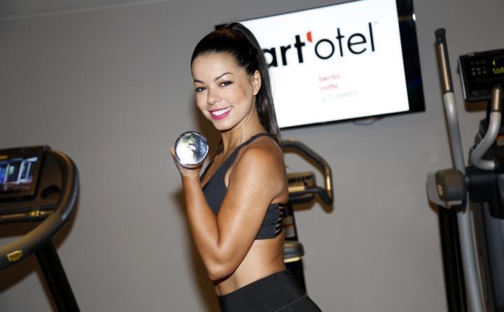 TV-Star und Fitnesstrainerin Fernanda Brandao eröffnete das Spa & Gym by art'otel berlin mitte im Ermelerhaus