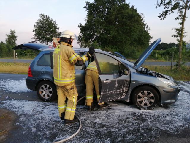 Zwei Fahrzeugbrände in Meppen Nagelshof und Grünlandweg