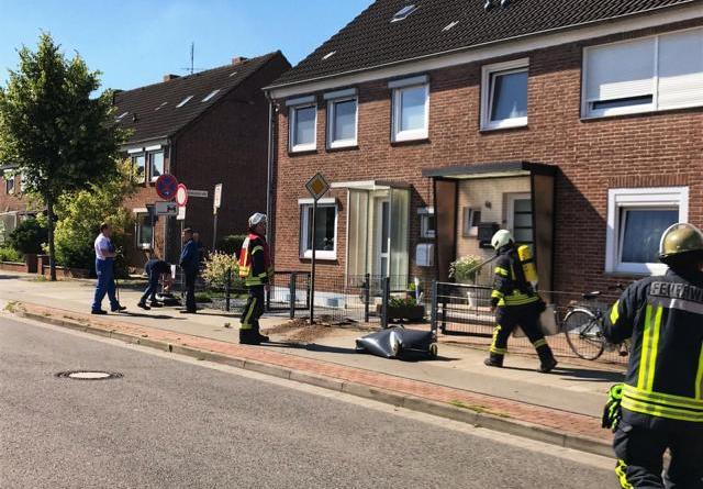 Kleinere Explosion an Gasleitung auf der Blanke - Text und Fotogalerie der Feuerwehr Nordhorn - Foto: Holger Schmalfuß, Feuerwehr Nordhorn