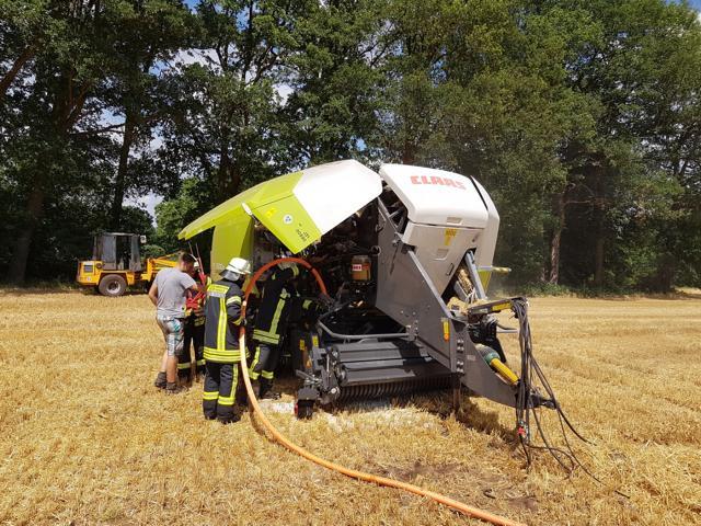 Neuenhaus - Schwelbrand in Ballenpresse - Foto: Feuerwehr Neuenhaus