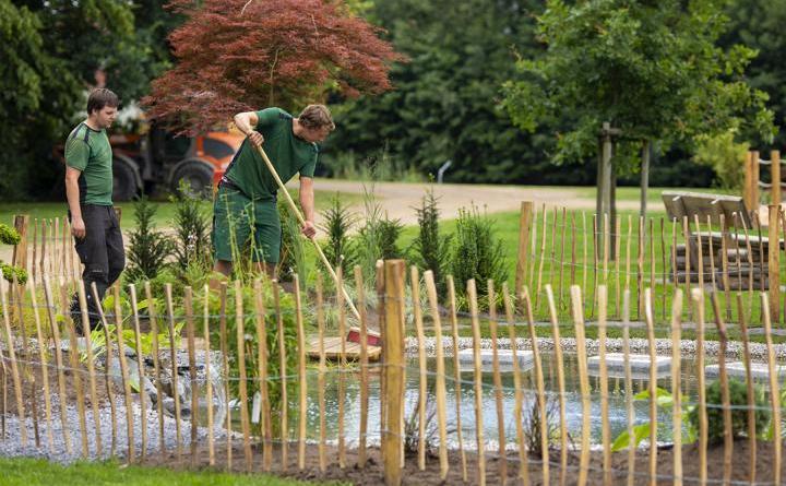 Letzte Arbeiten werden aktuell noch im Stadtpark durchgeführt, wie im Themengarten der Firma Marsmann aus Rhede. Am Mittwoch öffnen sich um 11 Uhr die Tore für alle Besucher – bei kostenlosem Eintritt. Foto: Stadt Papenburg