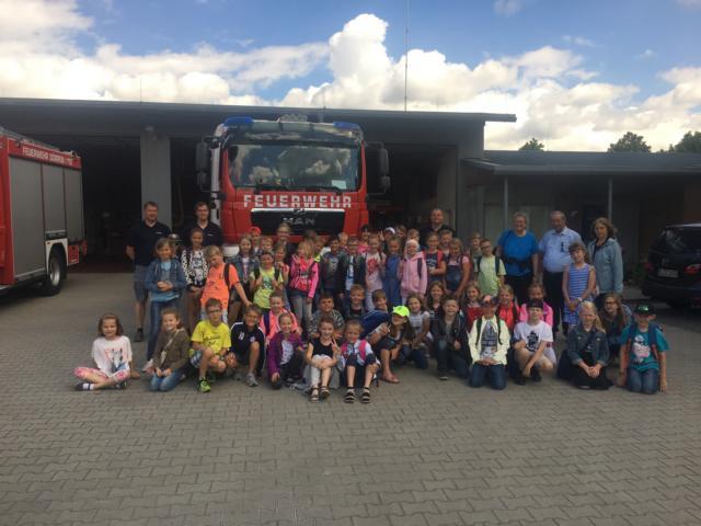 Grundschüler zu Besuch bei der Feuerwehr –Rauchdemohaus zur Vorführung genutzt- - Foto: Jens Sievers