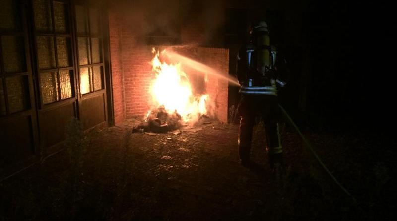 Neuenhaus - Brand an einer geschlossenen Gaststätte - Foto: Bergmann, Feuerwehr Neuenhaus