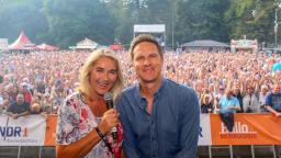 Kerstin Werner und Arne Torben Voigtsmoderieren. Foto: Alexander Brodeßer