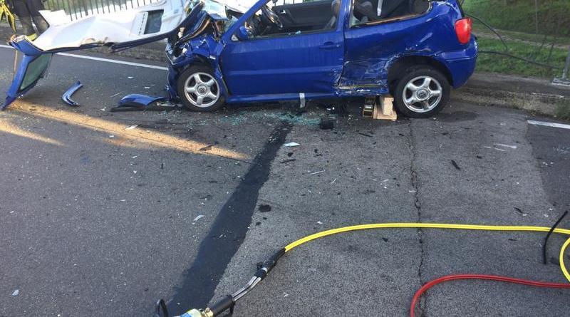 Verkehrsunfall mit drei Fahrzeugen auf Vechtebrücke auf der Haftenkamper Straße - Foto: Feuerwehr Neuenhaus