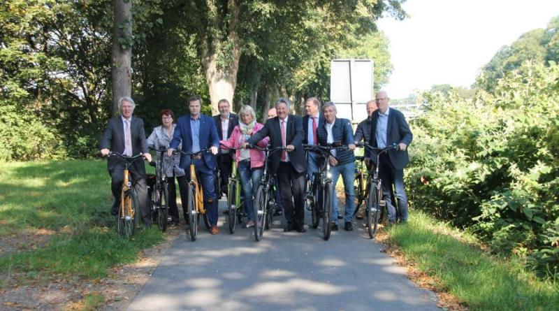 (Foto: Landkreis Emsland) Freie Fahrt hatten auch die politischen Vertreter um Landrat Winter auf dem letzten DEK-Abschnitt in Lingen. Foto: Stadt Lingen