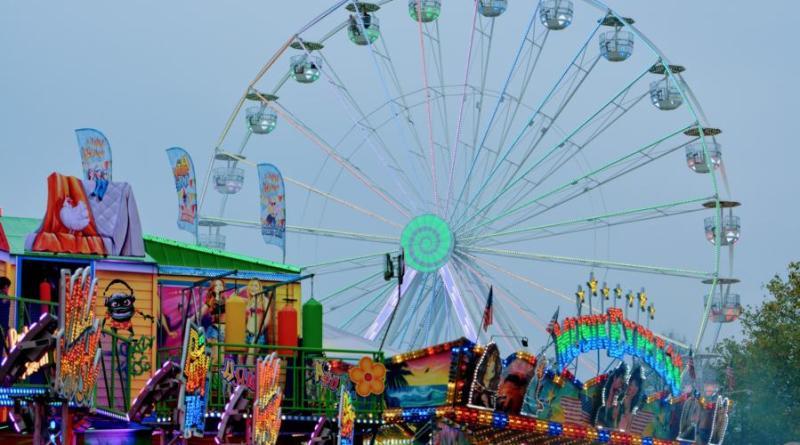 """Das Riesenrad """"Lounge 360 Grad"""" wird erneut über dem Festplatz auf dem Neumarkt thronen. Foto: Stadt Nordhorn"""