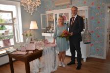 """Inhaberin Elisabeth Paul und Bürgermeister Helmut Höke im neuen Geschäft """"DiePaulinchen"""" in Geeste-Dalum. Foto: Gemeinde Geeste"""