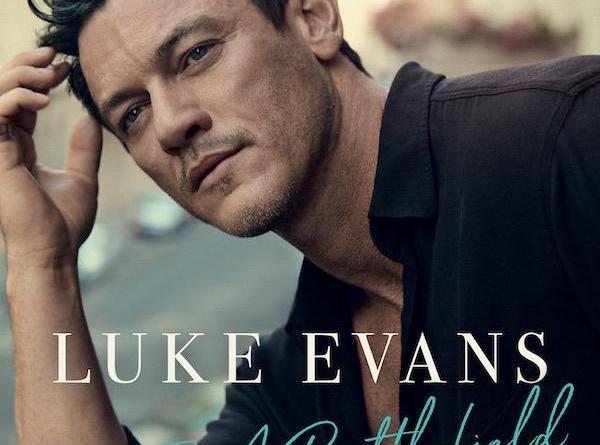 """LUKE EVANS Videopremiere: """"Love Is A Battlefield"""" Debütalbum """"At Last"""" erscheint am 22.11.19"""