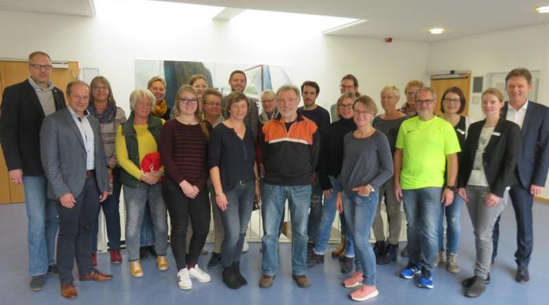 """Die diesjährigen Gewinner der Aktion """"Mit dem Rad zur Arbeit"""" aus der Lingener Stadtverwaltung freuen sich über ihre Preise. Foto: Stadt Lingen"""