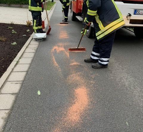 Börger - Ölspur auf der Fahrbahn - Foto: SG Sögel / Feuerwehr