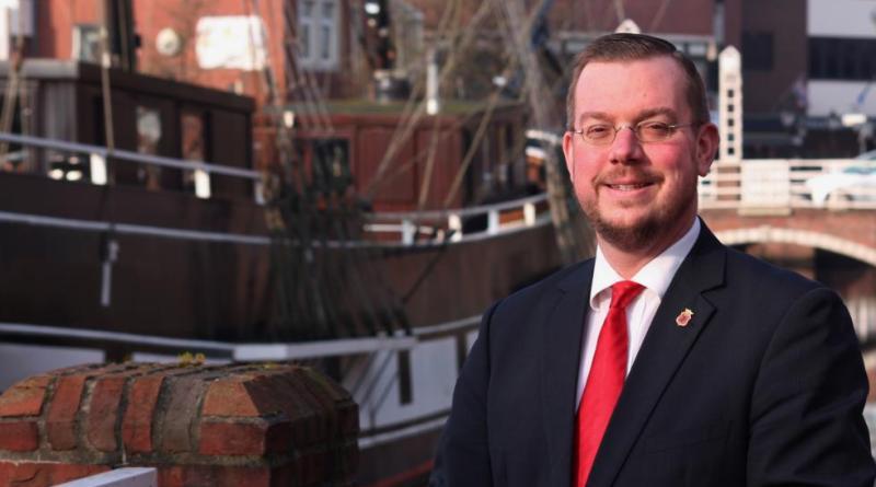 Der Papenburger Bürgermeister Jan Peter Bechtluft hat am Montagabend bekannt gegeben, dass er 2021 nicht erneut zur Wahl um das Bürgermeisteramt antreten wird. Foto: Stadt Papenburg