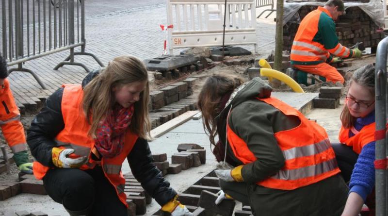 """Viele städtische Angebote zum Zukunftstag sind speziell für Mädchen. Zum Beispiel der Workshop """"Entwässerung"""". Foto: Stadt Nordhorn"""