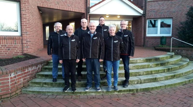 Werner Kock, Johann Schweers, Hubert Schulte, Harald Reimann, Ralf Utz, Dieter Bojer, Herbert Musekamp freuen sich über die neuen Jacken. Foto: Freiwilligenagentur