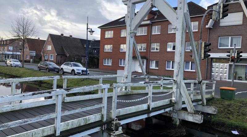 Straßensperrungen zur Instandsetzung der Fußgängerklappbrücke im Bereich Splitting rechts 44 - Foto: Stadt Papenburg