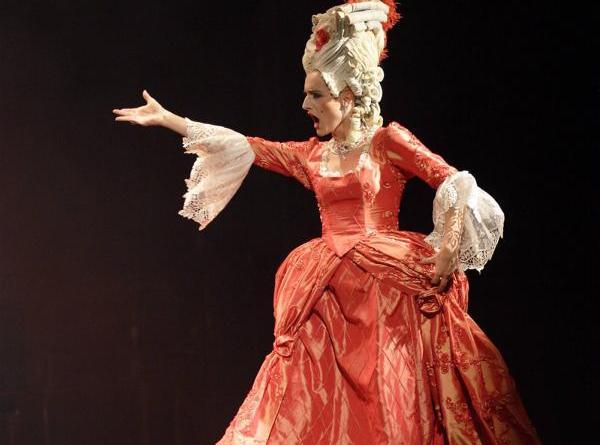 """Opernparodien mit viel schwarzem Humor - Annette Postel – """"Sing Oper stirb"""" - Foto: Tanja Diehl"""