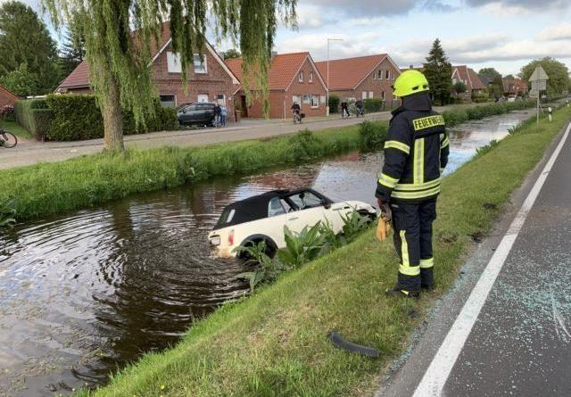 Papenburg - Auto fährt in Mittelkanal - Foto: Feuerwehr Papenburg