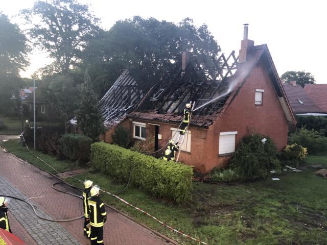 Esterwegen - Dachstuhlbrand eines unbewohnten Wohnhauses - Foto: Torsten Stindt
