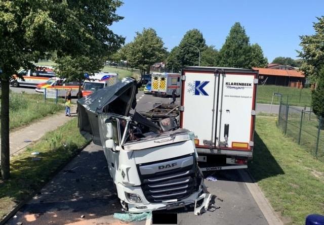 Schwerer LKW-Unfall in Sögel – Zwei Verletzte - Foto: SG Sögel / Feuerwehr