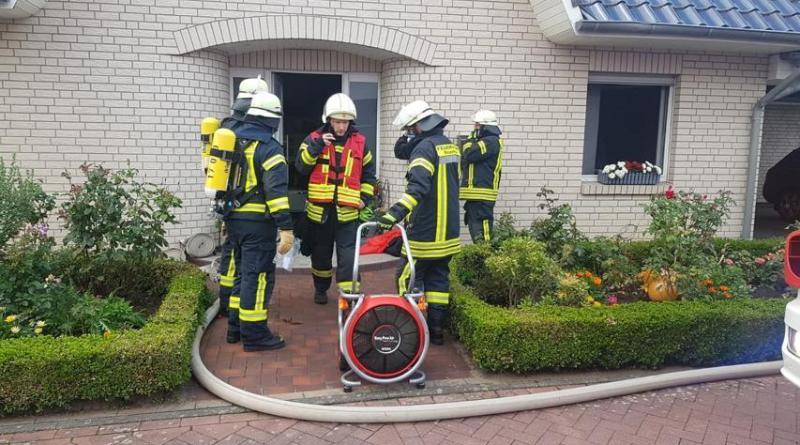 Schwelbrand in Einfamilienhaus - Foto: Feuerwehr Neuenhaus