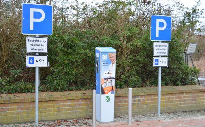 Die neue E-Ladestation am Rathaus in Geeste ist ab sofort zum Stromtanken nutzbar. Foto: Gemeinde Geeste