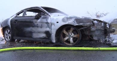 Auto brennt auf Autobahnabfahrt Lohne / Nordhorn aus - Foto: NordNews.de Übersicht1