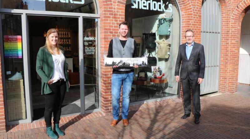 (v. l.) Citymanagerin Janine Wester, Eugene Schulte und Bürgermeister Helmut Knurbein. Foto: Stadt Meppen