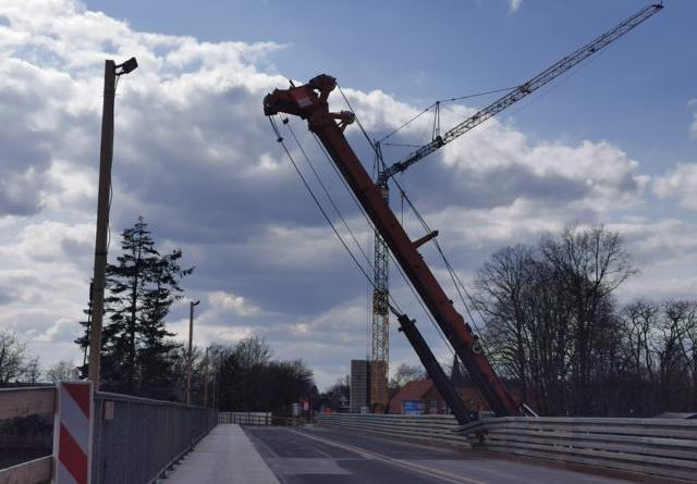 Behelfsbrücke in Lingen Schepsdorf durch Bohrgerät beschädigt - Vollsperrung - Foto: NordNews.de