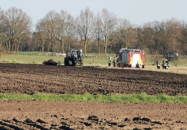Trecker brannte auf einem Feld an der Diekstraße - Foto: NOrdNews.de