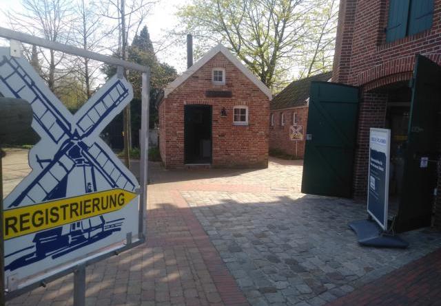 Nach der Registrierung im Eingangsbereich der Mühle geht es weiter zum Test im Packhus. Foto: Tourismus Papenburg