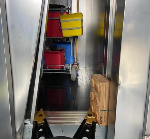 Person im Fahrstuhl eingesperrt - Foto: Feuerwehr Norhdorn, Holger Schmalfuß