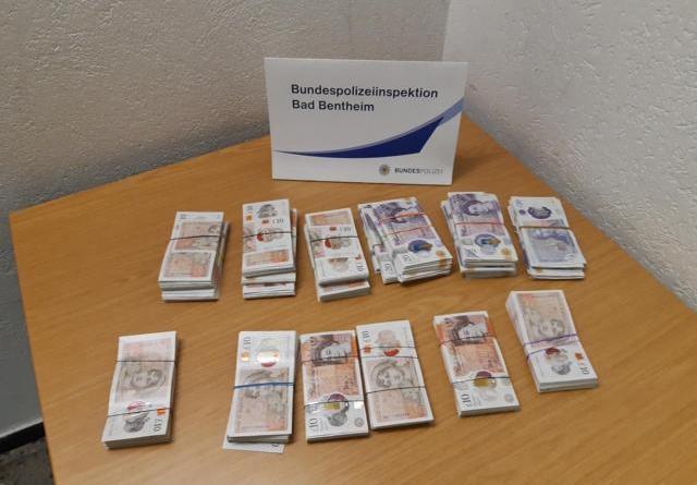 Bad Bentheim: Bargeldschmuggel: Bundespolizei entdeckt rund 23.000 britische Pfund Sterling - Foto: Polizei
