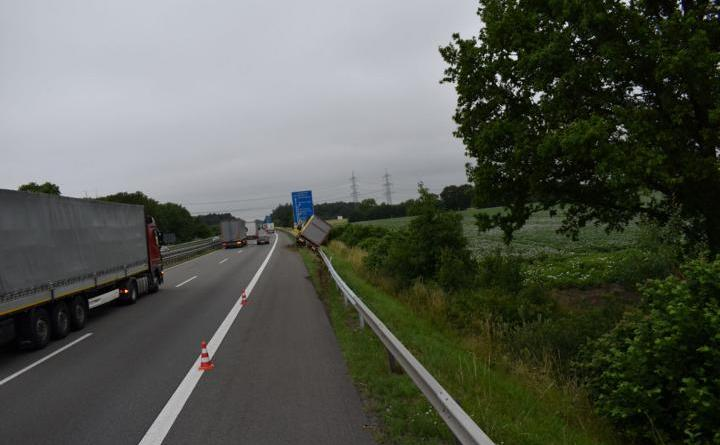 Emsbüren - Vollsperrung auf der Autobahn 30 - Foto: Polizei