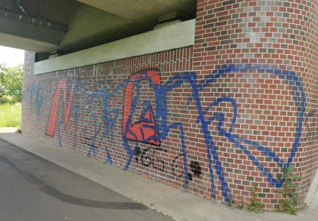 Geeste - Schmierereien an Emsbrücke - Foto: NordNews.de