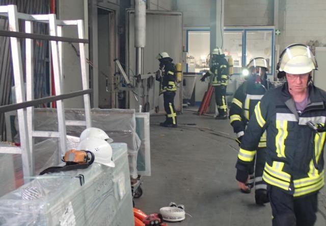 Auslösende Brandmeldeanlage und schnellen Einsatz der Feuerwehr Dersum verhindern größeren Brand im Dersumer Industriegebiet - Foto: SG Dörpen / Feuerwehr