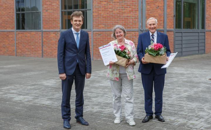 Auszeichnung für ehrenamtliches Engagement: Elke Bühner und Joachim Teubner sind die Preisträger des Lingener Bürgerpreises 2020. Foto: Stadt Lingen
