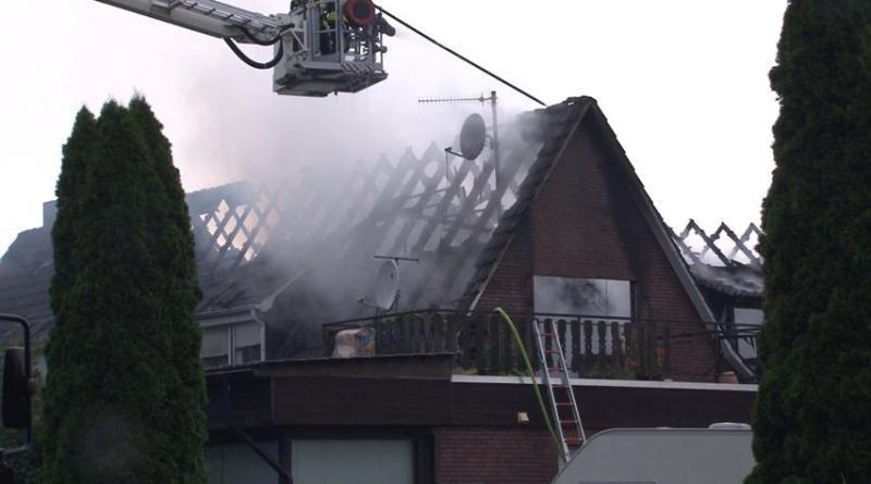 Brand in Uelsen - Feuerwehr setzt Drohnenstaffel zur Brandbekämpfung ein - Foto: Torsten Albrecht