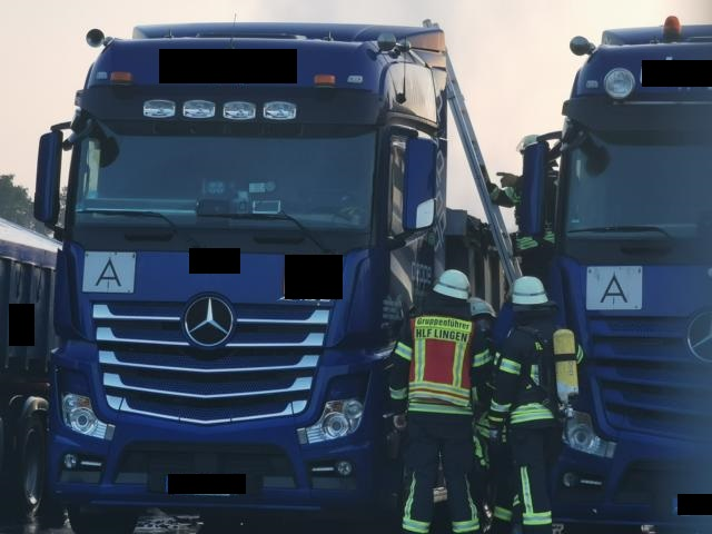 Lingen - Lkw mit Batterien brennt bei Entsorgungsunternehmen - Foto: NordNews.de