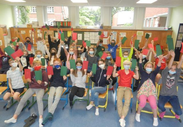 Daumen runter für Fake News! Hochschule Osnabrück veranstaltet zweiten digitalen KinderCampus - Foto: Miriam Kronen, Hochschule Osnabrück